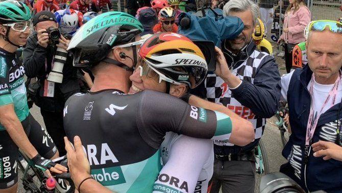 Ackermann s'imposa a la segona etapa del Giro i Roglic es manté líder
