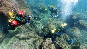 Dos aficionats a l'esnòrquel troben un tresor romà amagat a la badia de Portitxol, a Xàbia