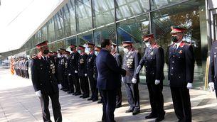 El conseller d'Interior, Joan Ignasi Elena, saludant comandaments dels Mossos d'Esquadra, acompanyat pel cap del cos, el major Josep Lluís Trapero, en l'acte del Dia de les Esquadres. 22 d'octubre del