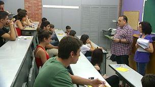 Imatge d'arxiu d'un grup d'alumnes examinant-se de la Selectivitat.