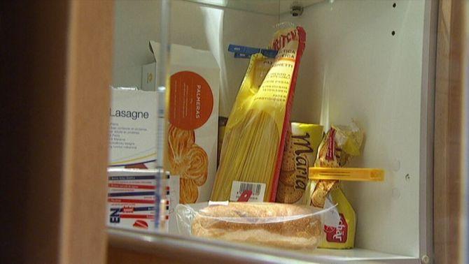 Inauguren un banc d'aliments per a infants amb una dieta baixa en proteïnes