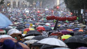 La pluja ha acompanyat els manifestants a Madrid. (Foto: EFE)