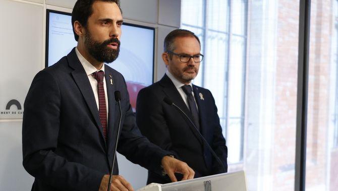 El president del Parlament, Roger Torrent, i el vicepresident primer de la cambra, Josep Costa, aquest matí durant la compareixença davant la premsa…
