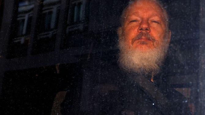 La salut d'Assange empitjora i li impedeix comparèixer davant la justícia