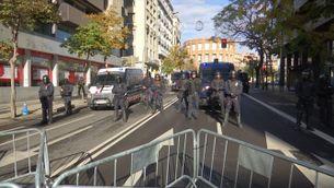 Manifestacions antifeixista contra l'acte convocat per societat civil catallana per celebrar la constitució