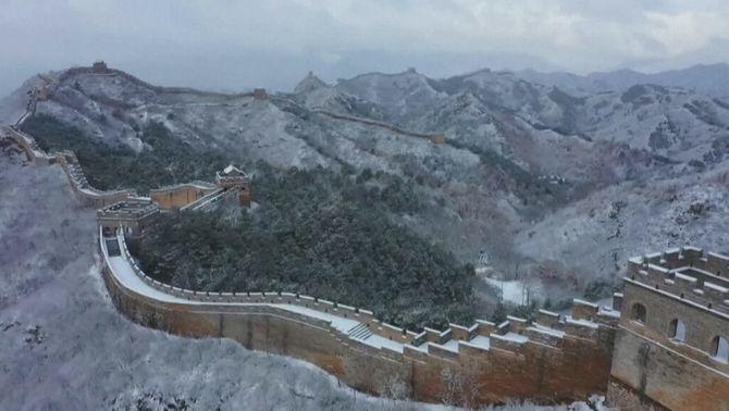 Primera nevada de la temporada a la Gran Muralla xinesa a Chengde