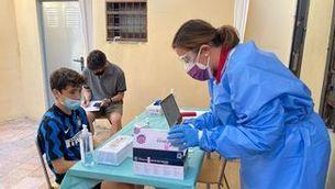 Tests d'antígens gratuïts per a infants i monitors de casals i colònies: com fer-se'ls