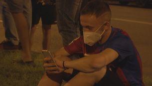 Aficionats del Barça es reuneixen al Camp Nou després de l'anunci de la marxa de Leo Messi