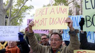 Imatge del 2019 d'una concentració de suport a Ángel Hernández, l'home que va ajudar la seva dona malalta a morir