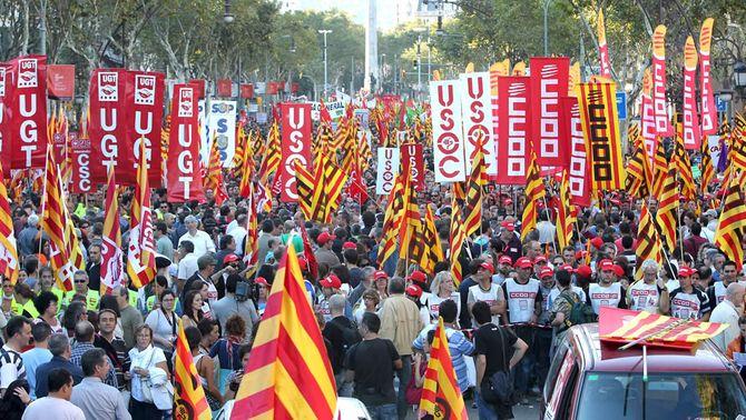 """Centenars de milers de persones es manifesten a les principals ciutats per dir """"Així, no"""""""
