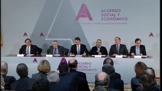 Agents socials i govern espanyol firmen a La Moncloa al pacte global contra la crisi