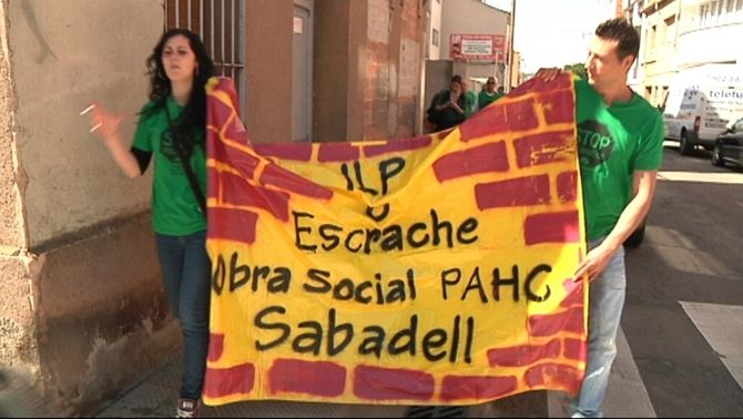 Membres de la PAH de Sabadell en una imatge d'arxiu.
