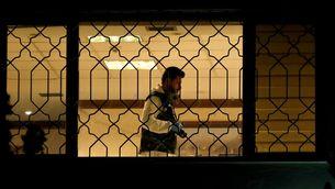Un forense turc investiga a l'interior del consolat saudita a Istanbul (Reuters)