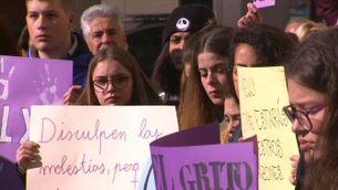 Reus condemna l'assassinat d'una menor a mans de la seva parella
