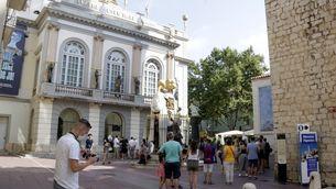 Cua per entrar al Museu Dalí de Figueres al juliol (ACN/Marina López)