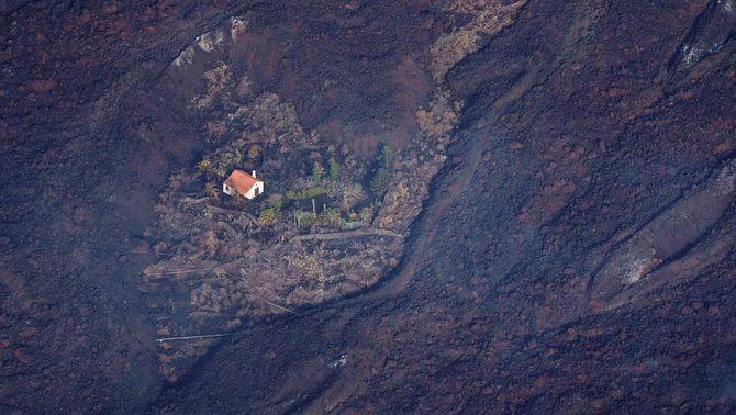 Una casa salvada de l'embat de la lava a El Paso