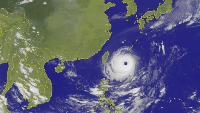 "Imatge de satèl·lit del tifó ""Dujuan"" (Central Weather Bureau)"