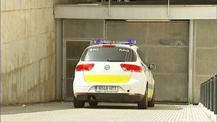 El taxista ha arribat al jutjat en un vehicle a la Policia Local de Girona, que porta la investigació