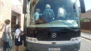 Viatgers de Renfe pujant a un autocar