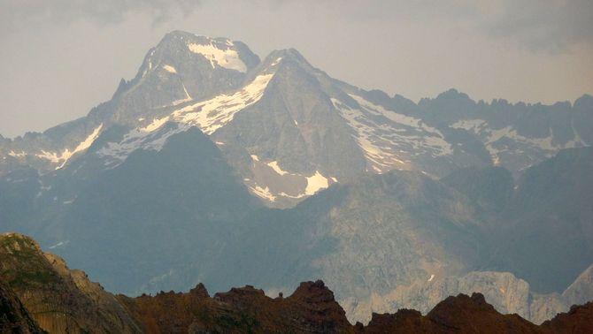 Un escalador mort i una de ferida greu en un accident de muntanya al Pirineu aragonès