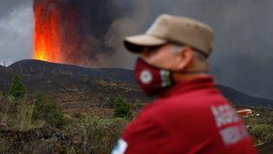 La flama del volcà Cumbre Vieja, des de Tacande en el quart dia d'erupció