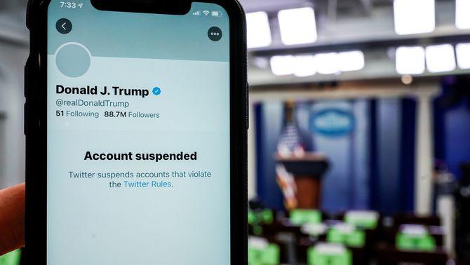 Twitter fa callar definitivament Trump amb la suspensió del seu compte