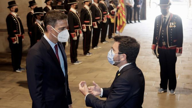 Aragonès rep Sánchez al Palau de la Generalitat