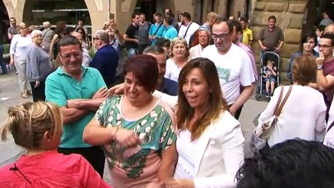 Escridassada a Alícia Sánchez-Camacho a la plaça Major de Vic
