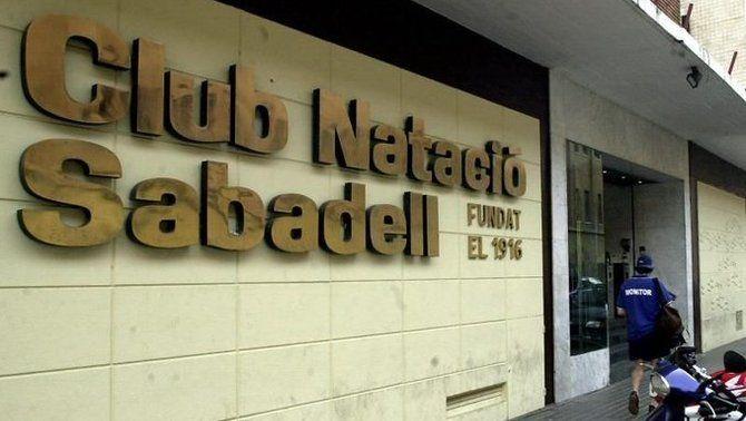 El CN Sabadell aparta provisionalment Nemanja Ubovic de l'equip per suposats insults homòfobs