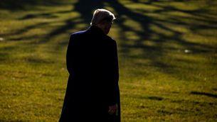 Trump sortint de la Casa Blanca per anar a Texas, aquest dimarts (EFE / Samuel Corum)