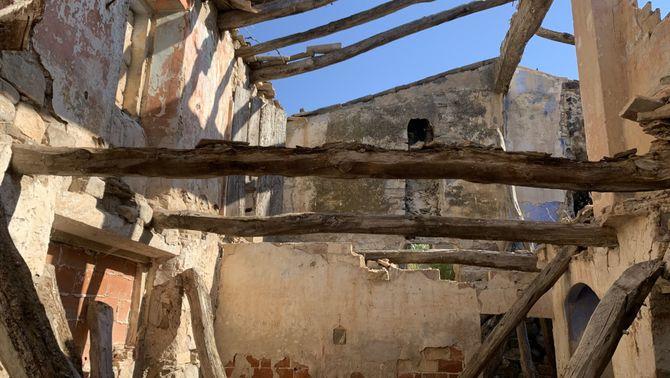 Pla detall de l'interior del molí fariner del Valls, a Ciutadilla. Imatge del 13 de juliol de 2021. (Horitzontal)