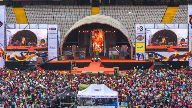 'Festa dels supers' a l'estadi Olimpic de Montjuic