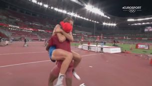 Dos atletes empaten en salt d'alçada i decideixen compartir la medalla