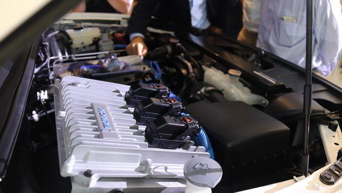 Pla curt del motor del prototip de vehicle de combustió d'hidrogen del grup Punch, el 14 de setembre del 2021ACNAinaMartí