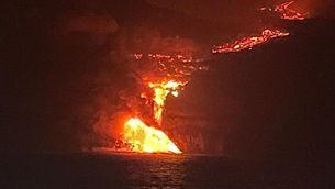 EN DIRECTE | La lava del volcà de La Palma arriba al mar