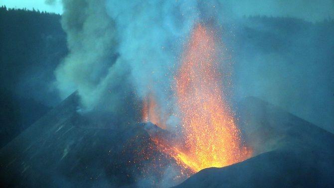 Erupció del volcà, aquest dimarts a l'illa de La Palma