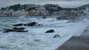 Temporal marítim a Llançà. (Foto: Jesús Blanco)