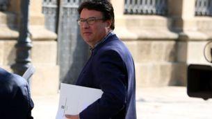 Joan Josep Nuet, aquest dimecres, fora del Parlament (ACN)
