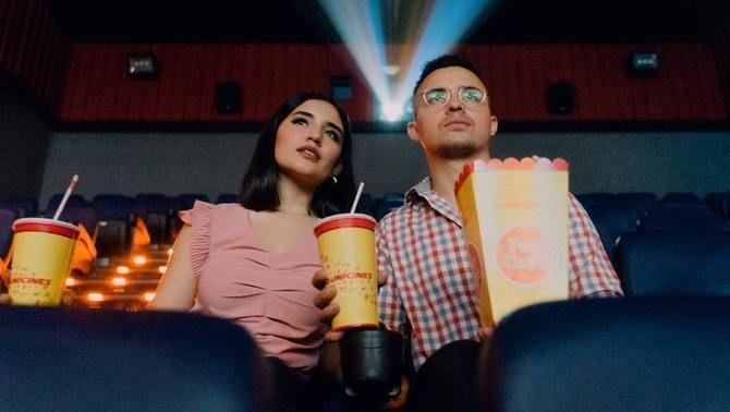 Per què mengem pipes al futbol i crispetes al cinema?