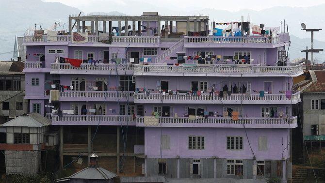 L'edifici de 4 pisos on viu la gran família de la secta Chana (Reuters/Adnan Abidi)