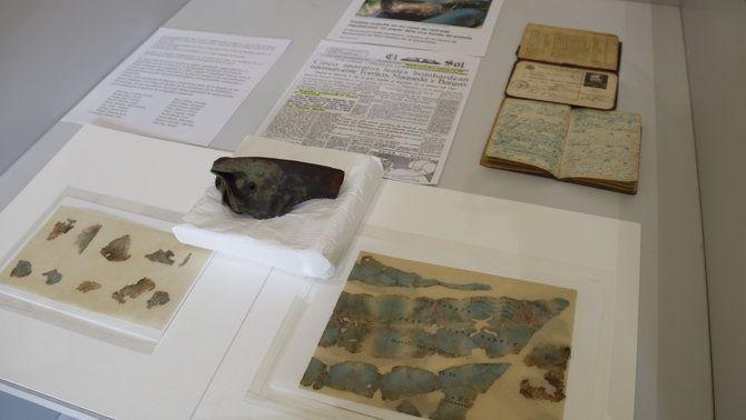 Funda i document exposats a l'espai cultural Cal Marquès de Camprodon