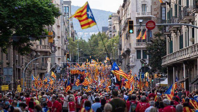 La manifestació baixa Via Laietana (Europa Press/Pau Venteo)