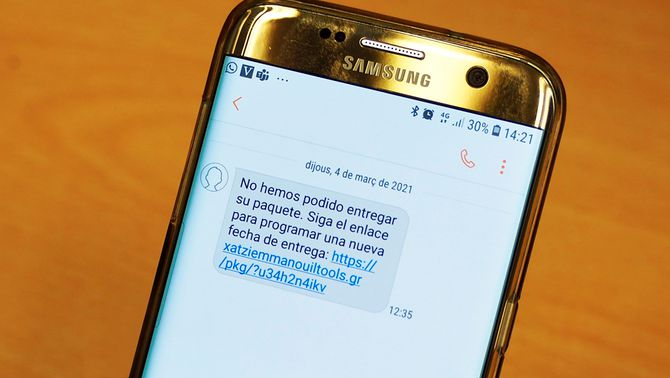"""Desmantellen un grup que feia estafes per """"smishing"""": havien enviat 71.000 SMS"""