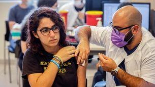 Com més vacunats hi ha, més baixen els casos entre els menors de 16 anys no immunitzats