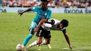 La irrupció de Vinícius Jr. fa líder el Reial Madrid