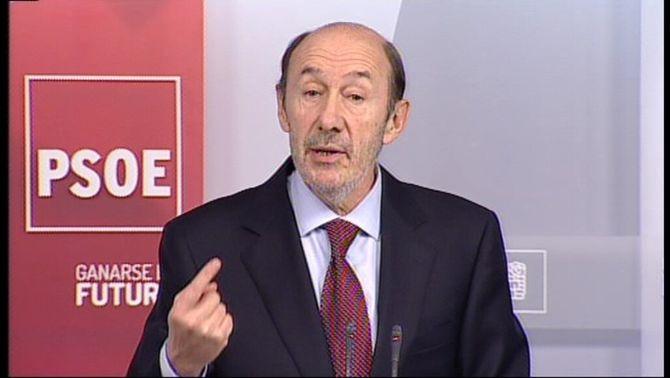 """Rubalcaba demana la dimissió de Rajoy pel """"cas Bárcenas"""" però evita la moció de censura"""