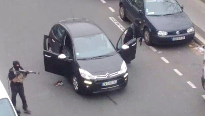 """Dotze morts en l'atac a la seu del setmanari satíric """"Charlie Hebdo"""" a París"""
