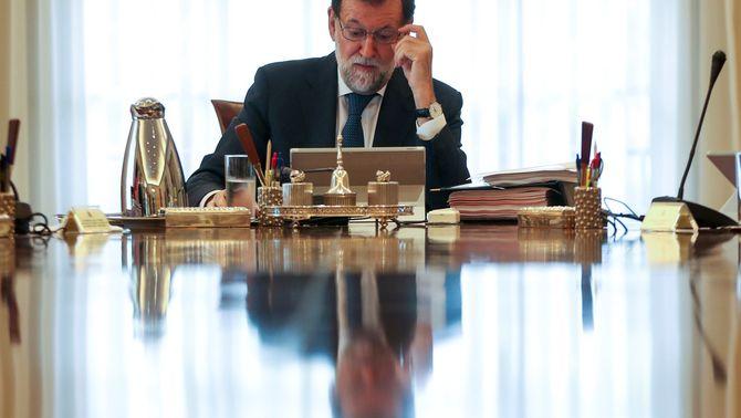 Rajoy durant una reunió del Consell de Ministres (Reuters)