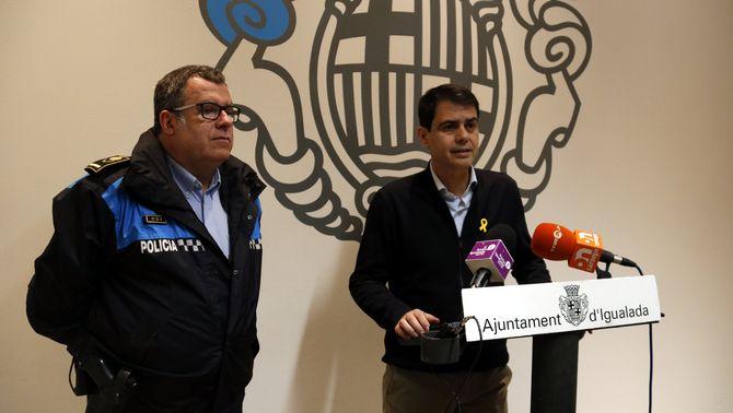 L'alcalde d'Igualada, Marc Castells, i el cap de la policia local, Jordi Dalmases, en roda de premsa el 31 de gener de 2018. (Horitzontal)