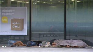 Menors no acompanyats que dormen al carrer busquen refugi a l'Església